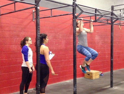 Emily getting after 17.2 with the support of her judge and a fellow Open Team Cup teammate. The ladies in blue dominated.
